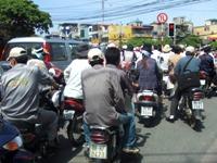 バイクで溢れるハノイの車道