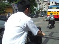 自転車でハノイを駆け抜けるゴリ