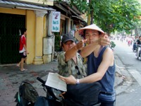 片言のベトナム語で道を尋ねるゴリ