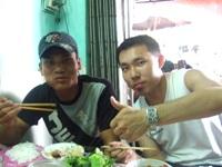 屋台で隣り合わせたベトナム人と意気投合
