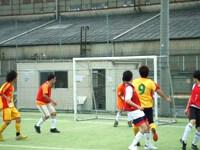 ゴールを死守する上海蹴球団