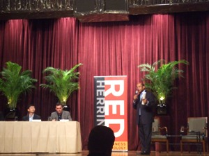 司会のRed Herring CEO Alex Vieux