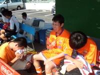 悔しさのあまり泣き崩れる上海蹴球団メンバー