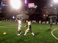 懸命にプレーする上海蹴球団