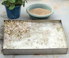 小鳥用の水浴び場と雀用の砂浴び場