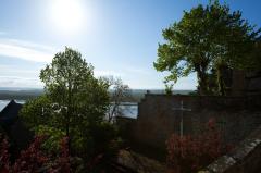 モンサンミッシェルの坂の上の十字架(墓地)
