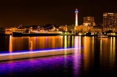 横浜/大桟橋埠頭、マリンタワーと氷川丸、港を染める