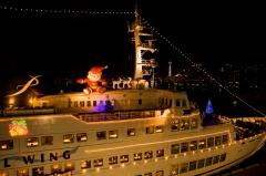 横浜/大桟橋埠頭、大型客船、クルーザー、クリスマスへの誘い