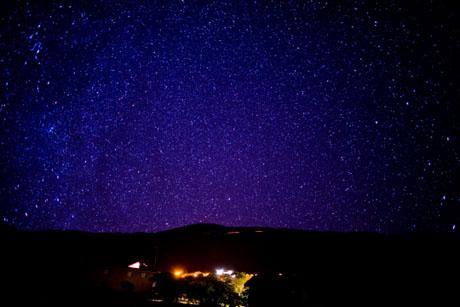 赤道に近いので北極星がはるか下の方に、ハワイ島