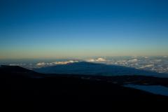 ハワイ島、マウナケア山、巨人の影