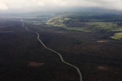 ハワイ島空撮、西部は溶岩が露出したまま