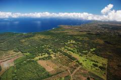 ハワイ島空撮、太陽と雨に恵まれた農地が広がる