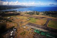 ハワイ島空撮、ヘリは1時間で給油のため着陸