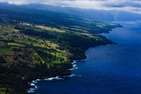 ハワイ島空撮、ワイピオ渓谷にいたる北部の海岸線