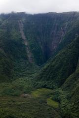 ハワイ島空撮、ワイピオ渓谷、突き当たりの断崖