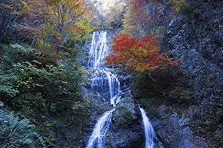 南木曽、長野県、唐沢の滝、紅葉時期