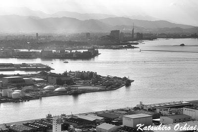 福岡県福岡市博多区、博多港、飛行機内からの写真撮影