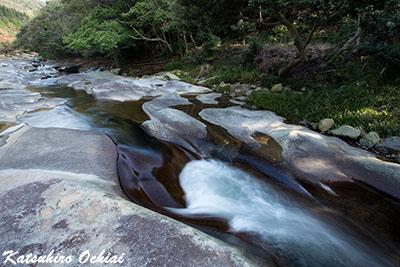 長崎県対馬市、鮎もどし自然公園、瀬川、花崗岩