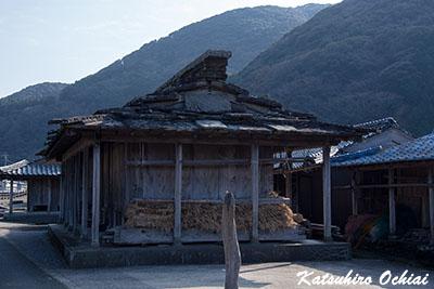 長崎県対馬市、椎根の石屋根倉庫