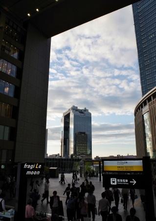 大阪駅から見るスカイビル