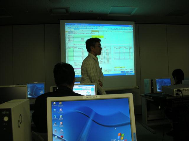 パソコン実習室にて