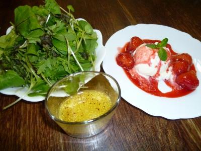 リヘフサラダとアイスのいちごソース