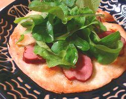 鴨のスモークとルッコラのピザ