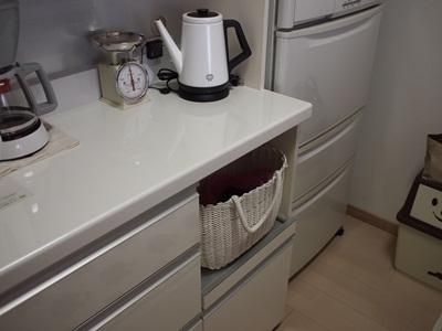 食器棚の収納(炊飯器置場)