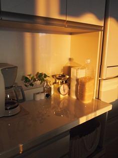 キッチンに差し込む夕陽