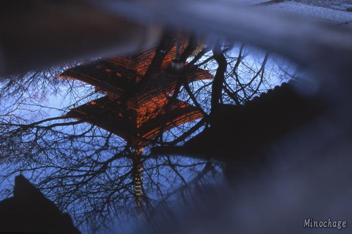 水面の五重塔