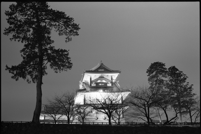 夜の金沢城公園