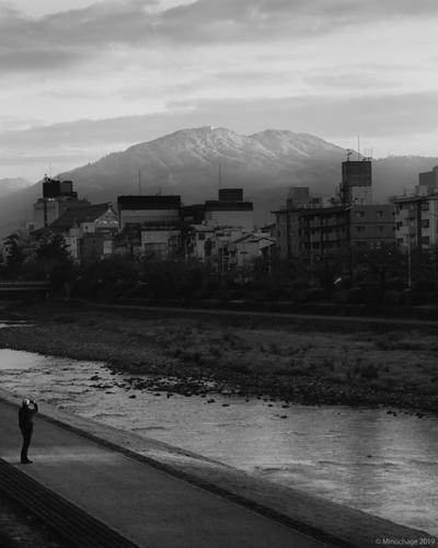 初日の中の比叡山