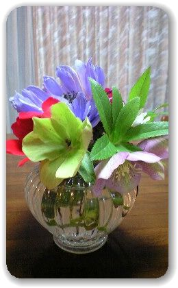 折れた花を飾る