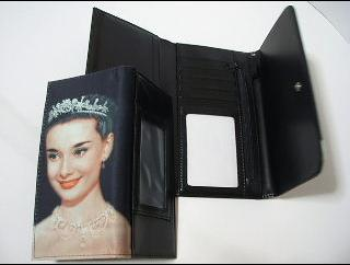 オードリーヘップバーンローマの休日柄財布