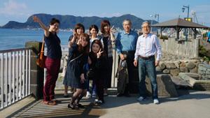 函館山を背景に