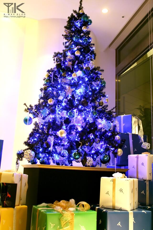 クリスマスツリーとプレゼントボックスのデコレーション