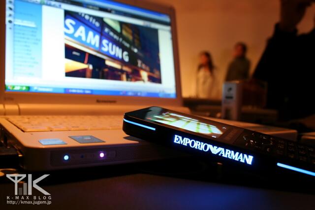 830SC EMPORIO ARMANI モデル ブラック 側面のアルマーニロゴ