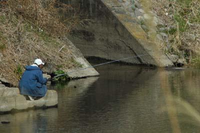 田川の釣り人1