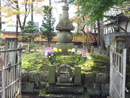 蒲生氏郷公墳墓