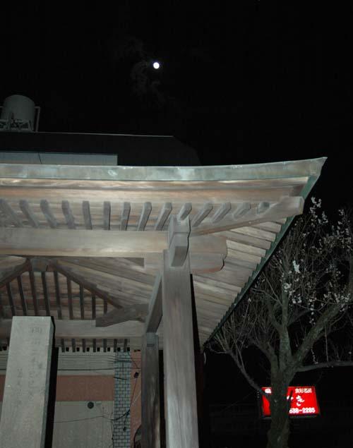 勅旌碑と満月ストロボ