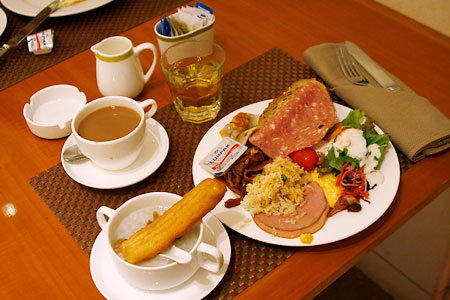 朝食だす。