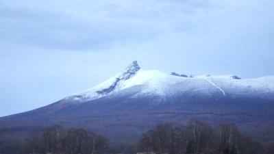 夕方に駒ケ岳が雪化粧に
