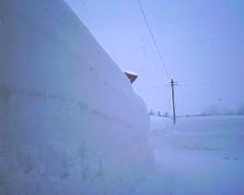 雪の壁にぃ〜