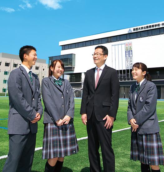関大北陽高校の校舎とグラウンド