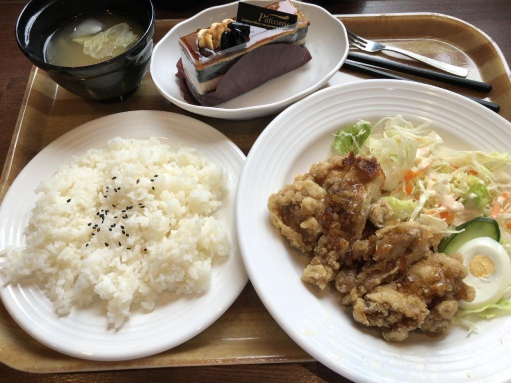 大阪高校の食堂のランチ