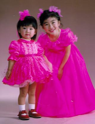 ピンクドレス娘2人