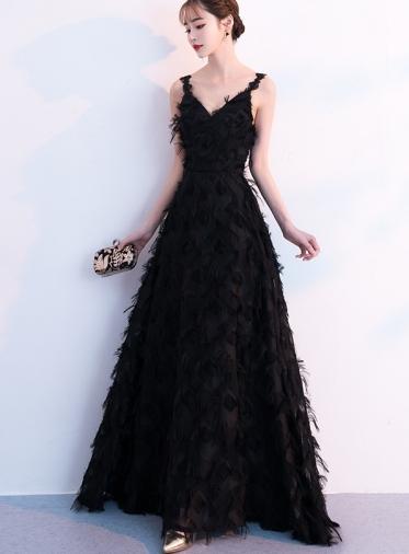 生地がふわふわしていて可愛らしいブラックドレス
