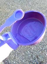 ボトルには直径10cm×深さ3cmほどのお皿つき