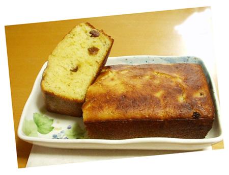 酵母で焼いたレーズンとバターの焼き菓子