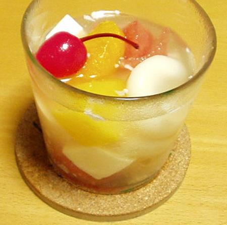 牛乳寒天入りフルーツ白玉